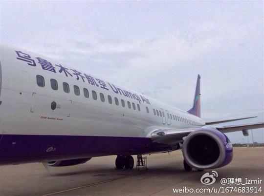 中国民用航空网2014年8月20日讯:昨日,航空自媒体@FATIII在微博上曝光了两张乌鲁木齐航空公司首架飞机喷涂照。   @FATIII:【乌鲁木齐航空首架飞机喷涂完成】原定8月中旬开航的海航集团最新马甲乌鲁木齐航空的首架飞机喷涂已经完成。这架注册号为B-2157的@波音 737-800最初由@海南航空 于2001年12月28日引进。(微博原文)     乌鲁木齐航空于7月29日收到中国民用航空局《关于乌鲁木齐航空有限责任公司公共航空运输企业经营许可证的批复》(民航函[2014]957号),同意为乌