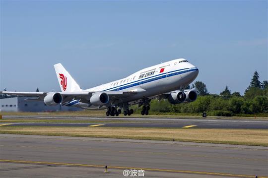 波音与国航庆祝其首架747-8洲际客机交付