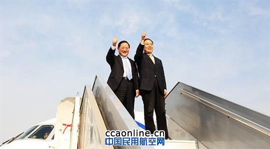 民航局李家祥搭乘中国商飞arj飞机体验飞行