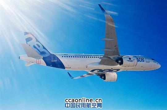 空客A320neo飞机 中国民用航空网讯:2015年1月9日,AerCap飞机租赁公司(AerCap Holdings N.V. ) 今天宣布,与中国最大的航空公司,中国南方航空签订了24架空中客车A320neo系列飞机的租赁协议,这些飞机都来自于AerCap的自有订单。 这些A320/ A321neo飞机将于2016年到2019年间交付给中国南方航空,并配有普惠的PW1100G-JM发动机。 AeroTurbine,AerCap旗下专注于租赁售后市场的子公司,也同意从南航购买4架老龄飞机。这些飞机将被