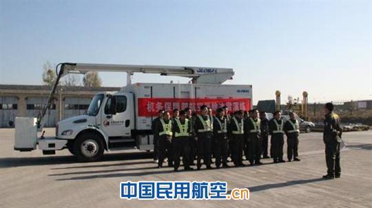 太原机场机务保障部进行航空器除防冰演练