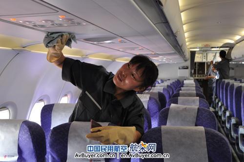 严格基地客舱部件清洁标准,使出厂飞机机舱维护质量稳步提高.