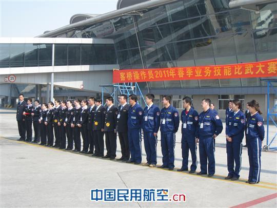 青岛国际机场飞机勤务部客桥队