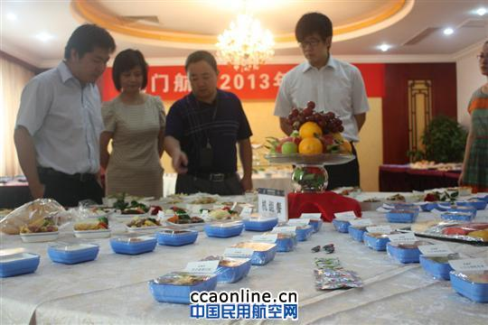 我厂针对郑州航线准备了不同舱位的餐食