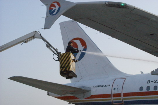 力求使飞机的防冰除冰工作能