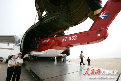 天津机场海关首次为进口直升飞机办理通关手续