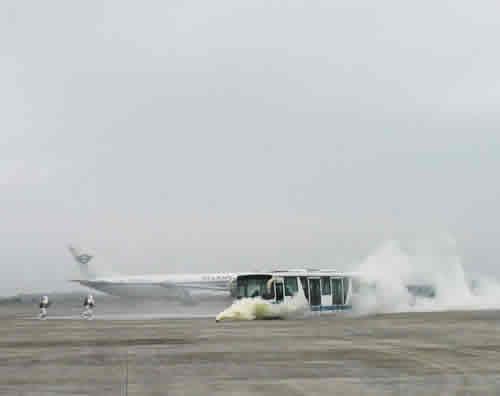 海口美兰国际机场举行飞机火灾应急救援演练