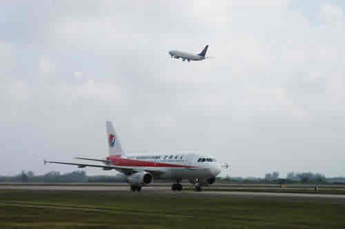 海口美兰机场_东北航空公司首架航班飞抵海口美兰国际机场