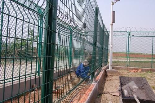 青岛国际机场飞行区部分围界加装双层围栏
