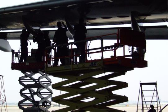 每年完成近150架次的飞机定检工作或停场检修任务