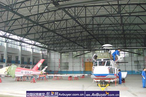 民航飞行学院飞机修理厂在灾难中昂首前进