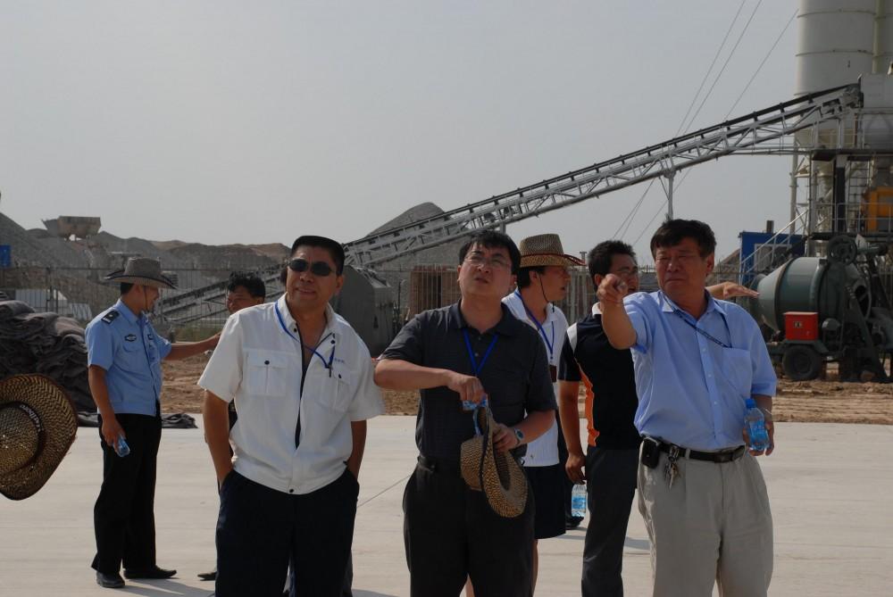 吕志农对锡林机场飞行区改造工程检查指导