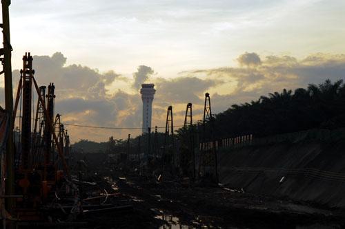 防止地线受损       今年以来,海南环岛(东线)铁路工程(简称东环铁路)