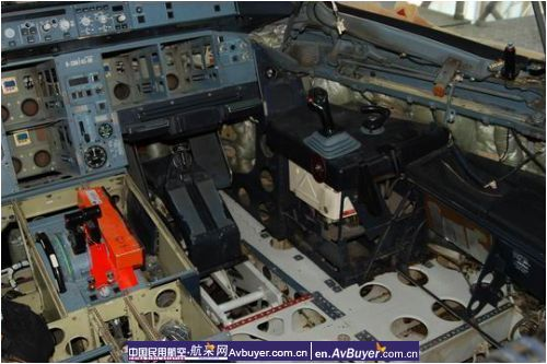 东航西安首架a320飞机8c检工作平稳顺利进行