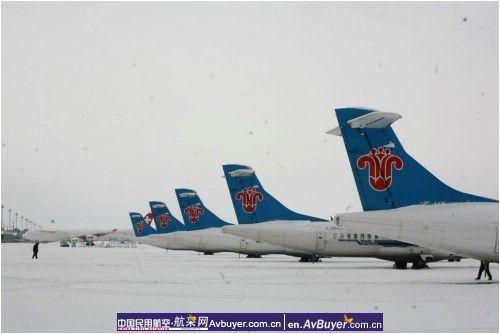 确保天气好转后航班尽快安全起飞,南航新疆分公司迅速启动了航班不