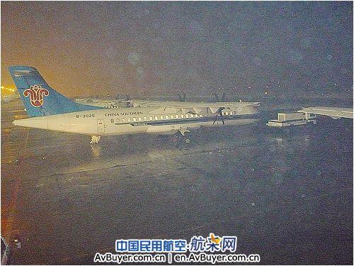重庆飞来的ca4155,喀什飞来的cz6030航班备降克拉玛依;从上海飞来的fm