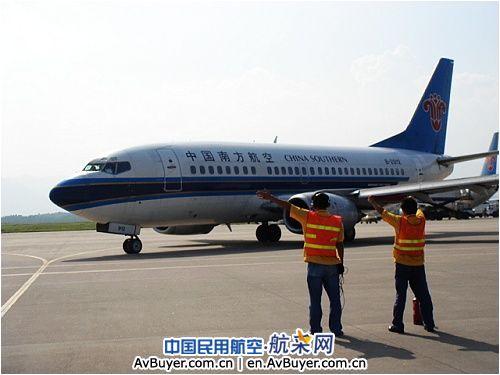 南航广西分公司告别最后一架b737-500型飞机