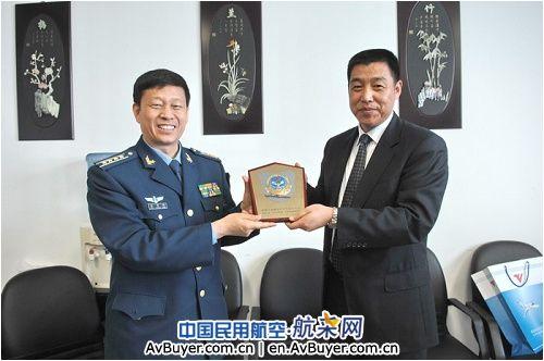 民航飞行学院与空军航空大学展开业务交流