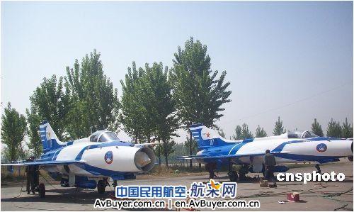 中航工业成飞圆满完成表演飞机喷漆涂装任务