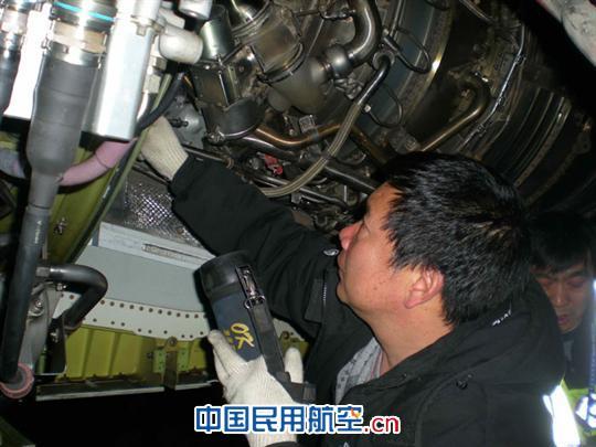 2011年5月5日下午, 东航山西分公司B-5032飞机因PSEU故障和左发左VSV漏油在杭州延误。 当晚,东航山西维修部MCC下达生产指令,要求航线维修部航后进行相应的排故工作。航线部当日值班主任刘国强非常重视,与MCC系统工程师黄先虎协调出具了工单和工艺,计划更换PSEU继电器和左发VSV作动器。夜班工段提前安排武晓全、韩国华、杨建伟、黄文欣等几位同志进行工艺和工具的准备和重大项目评估。 B-5032于6日凌晨一点左右抵达太原,飞机拖至维修坪已是两点多,大家立即投入了战斗。排故小组兵分两路,武晓全与