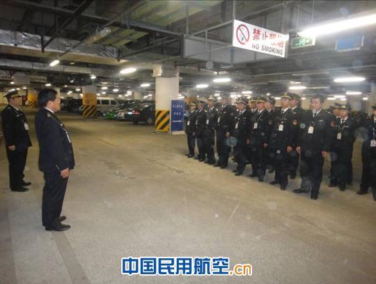 青岛机场护卫部开展员工停车场防火防爆应急演练