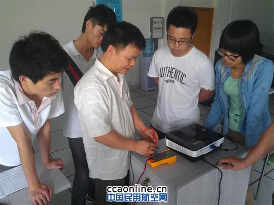常用电子元器件的识别和检测,电路板的结构设计和故障排查,常用集成