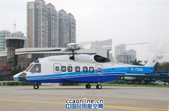 今年8月,云南景成集团购进的第一架飞机,暨第一架直升机在南航珠海直升机分公司(下简称珠直)的全力协助下飞回了珠海。较珠直之前引进的多架S92型直升机,这架喷有景成集团LOGO的飞机除了部分配置不同以外,其他外表如出一辙。这是南航珠直与云南景成集团合作的第一架飞机,也是珠直公务机托管业务的一种延伸合作管理模式。  珠直与云南景成合作管理的首架飞机从广东珠海调机往云南。 作为南航的分公司,南航珠海直升机分公司具有《一般运行和飞行规则》合格证(CCAR-91部)及《公共航空运输承运人运行合格审定规