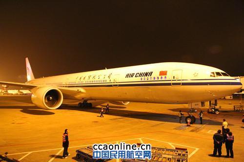 由于重庆机场以前从未起降过该型飞机,相应的停机线也没有,了解这一