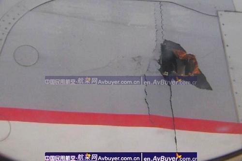 国航北京至昆明航班机翼穿孔紧急迫降首都机场