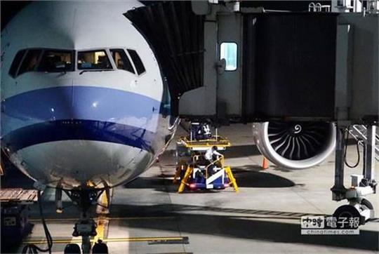 华航安全门故障,航班延误逾3小时