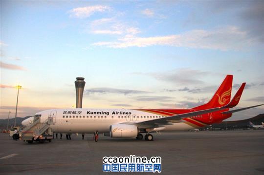 昆明航空新购波音737-800客机飞抵昆明机场