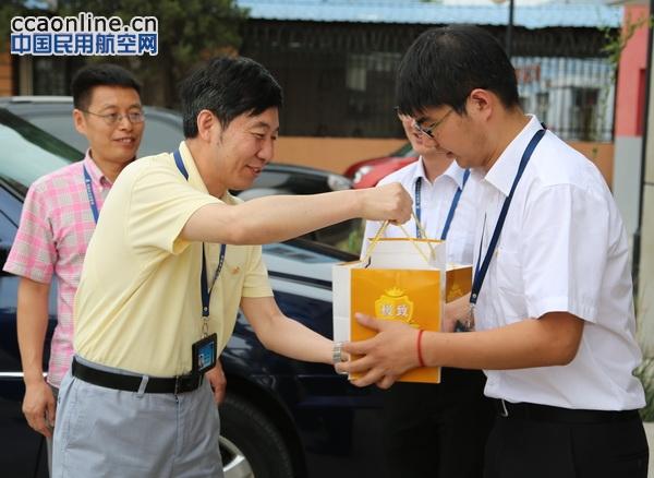 华北空管党委书记许超前慰问台站职工指导工作
