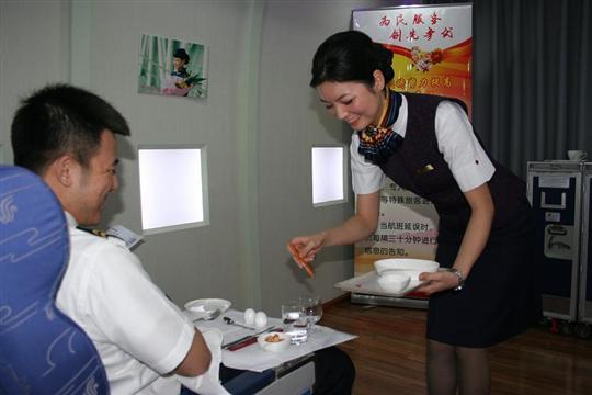 国航重庆客舱部深入开展为民服务,创先争优活动