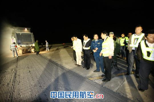 南苑机场改建跑道盖被 北京监管局深夜监察