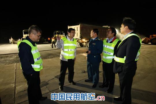 北京监管局局长吕志农,副局长王宏伟一行10多名监察员,现场监察了老旧