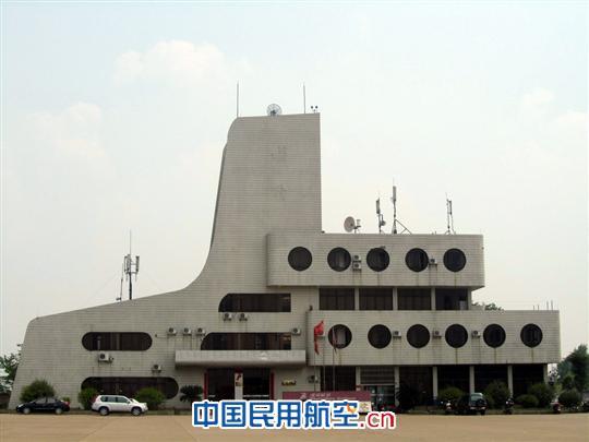 目前已开通了至南宁,贵阳,重庆,珠海等地的多条往返航线,2010年梧州